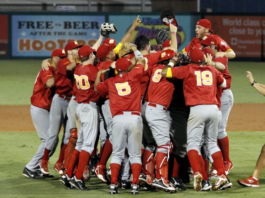 Spain players celebrate their 9-7 win after 10 innings against Israel in the World Baseball Classic Qualifier Final in Jupiter, Florida on 9/23/12. (AP Photo/Alan Diaz)