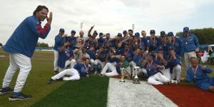 Mike Piazza (left) celebrates with Team Italy after the Italians won their third consecutive European Championhip.