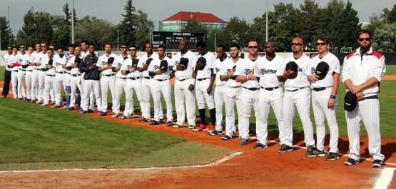 Team France at the 2014 European Baseball Championship was led by bench coach Andy Berglund (fifth from right) and manager Eric Gagne (far right).